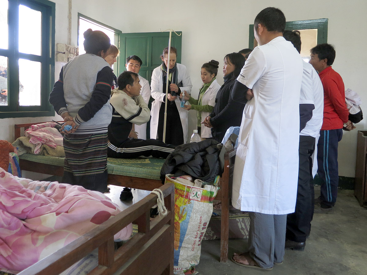 Ward round in the district hospital in Muang Kham, Laos (2014)