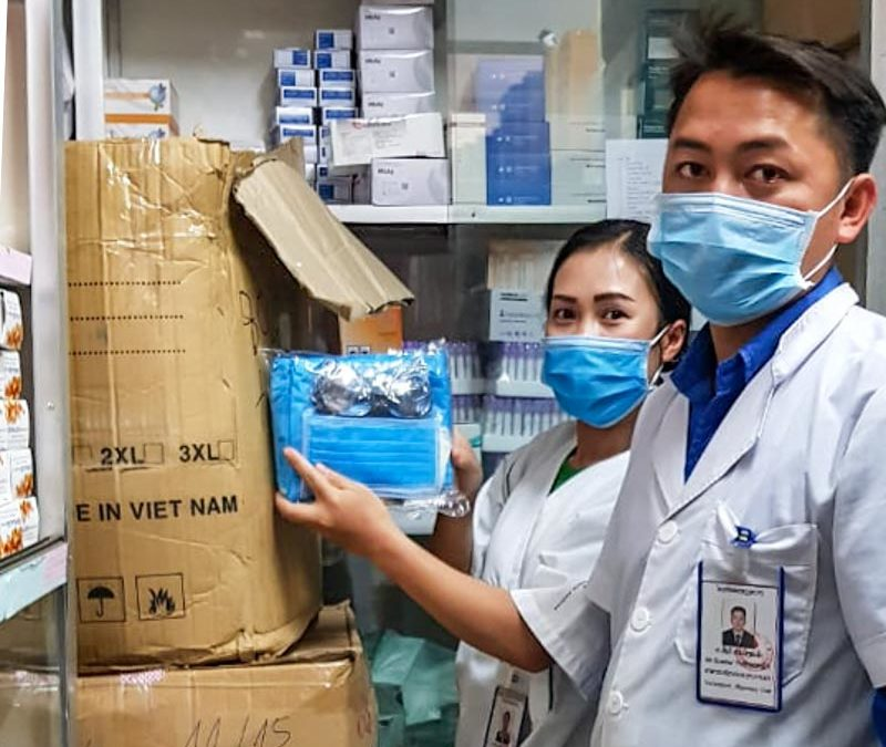 Schutzmaterial gegen COVID-19 in einem laotischen Spital