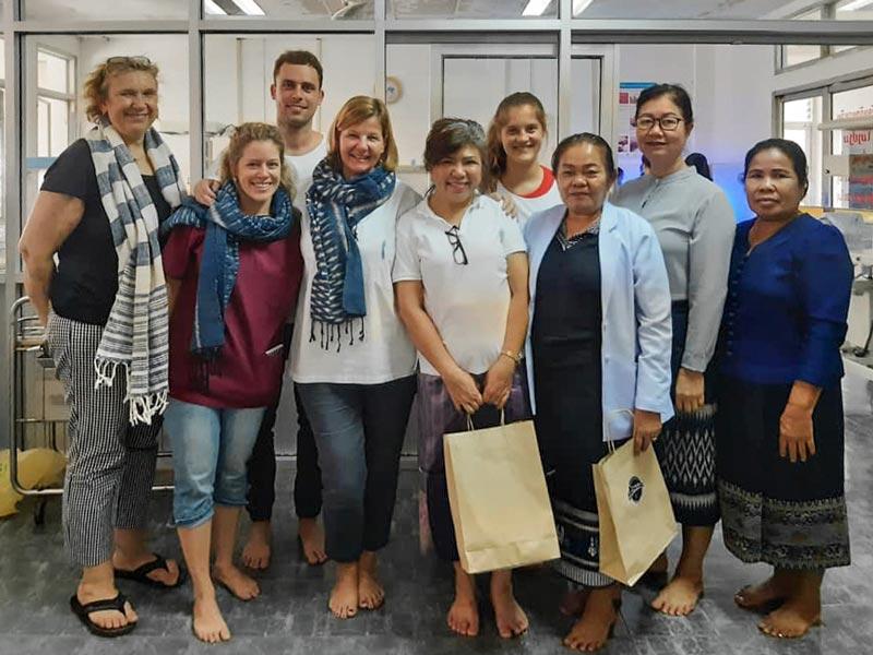 Freiwillige des Swiss Laos Hospital Projects am Ende eines Einsatzes