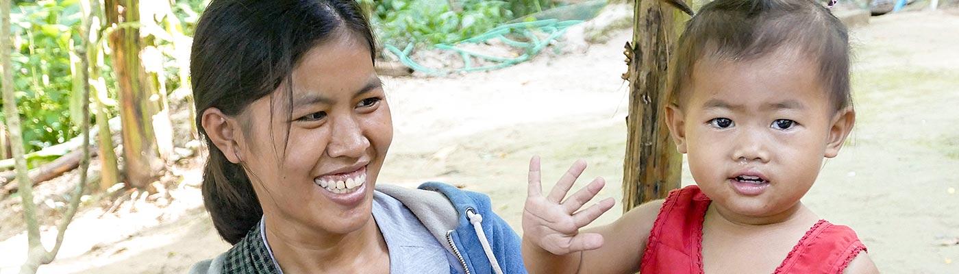 Mutter und Kind in Laos