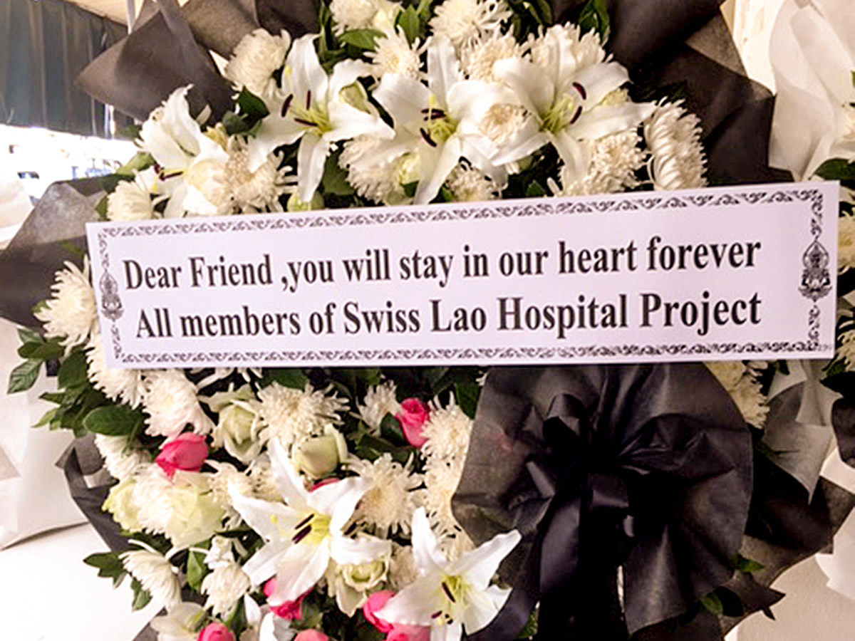 Wreath of the Swiss Lao Hospital Project in honour of Prof. Bouavanh Sensathit