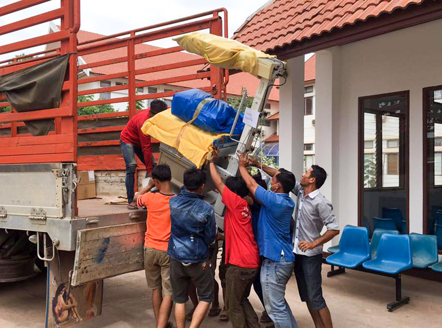 Unloading of material donations