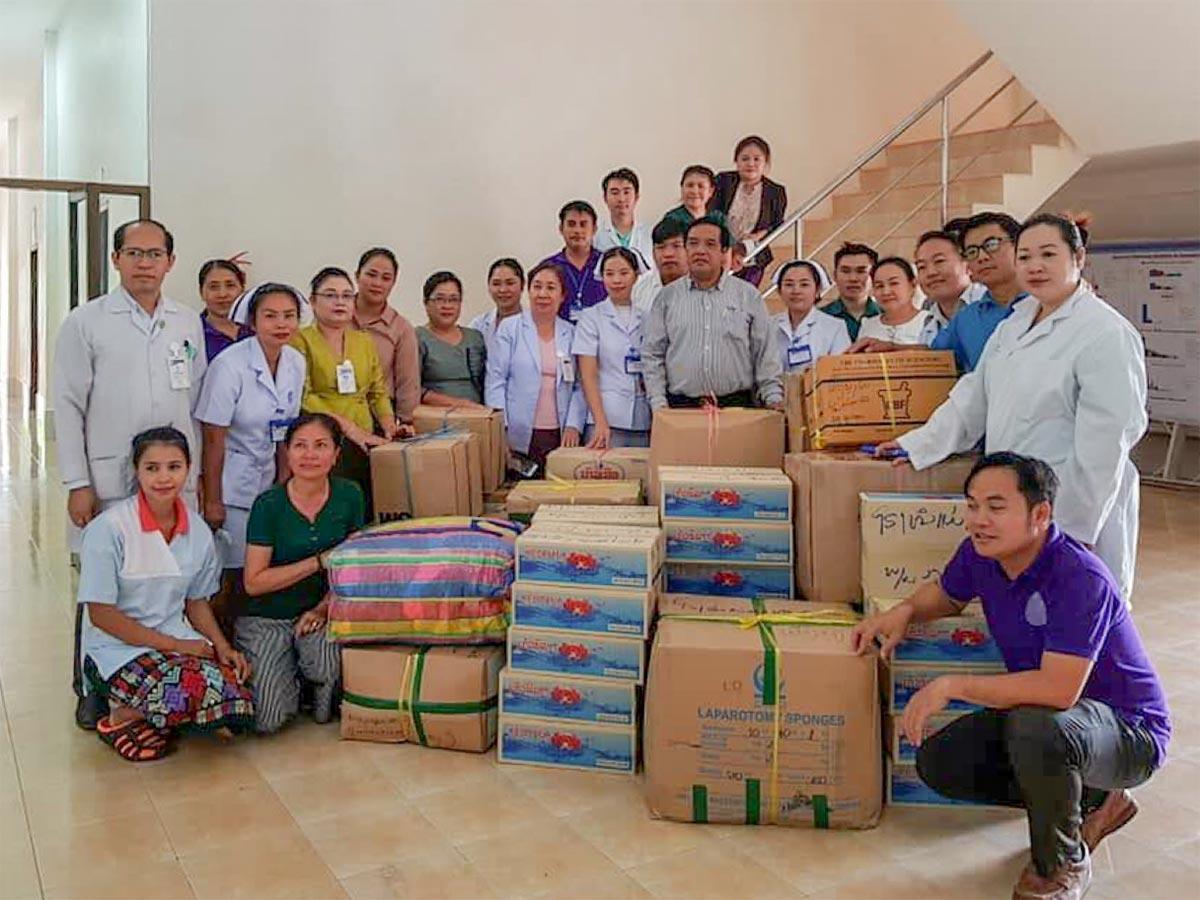 Im Mother and Newborn Hospital in Vientiane werden Hilfsgüter für die Provinz Attapeu gesammelt.