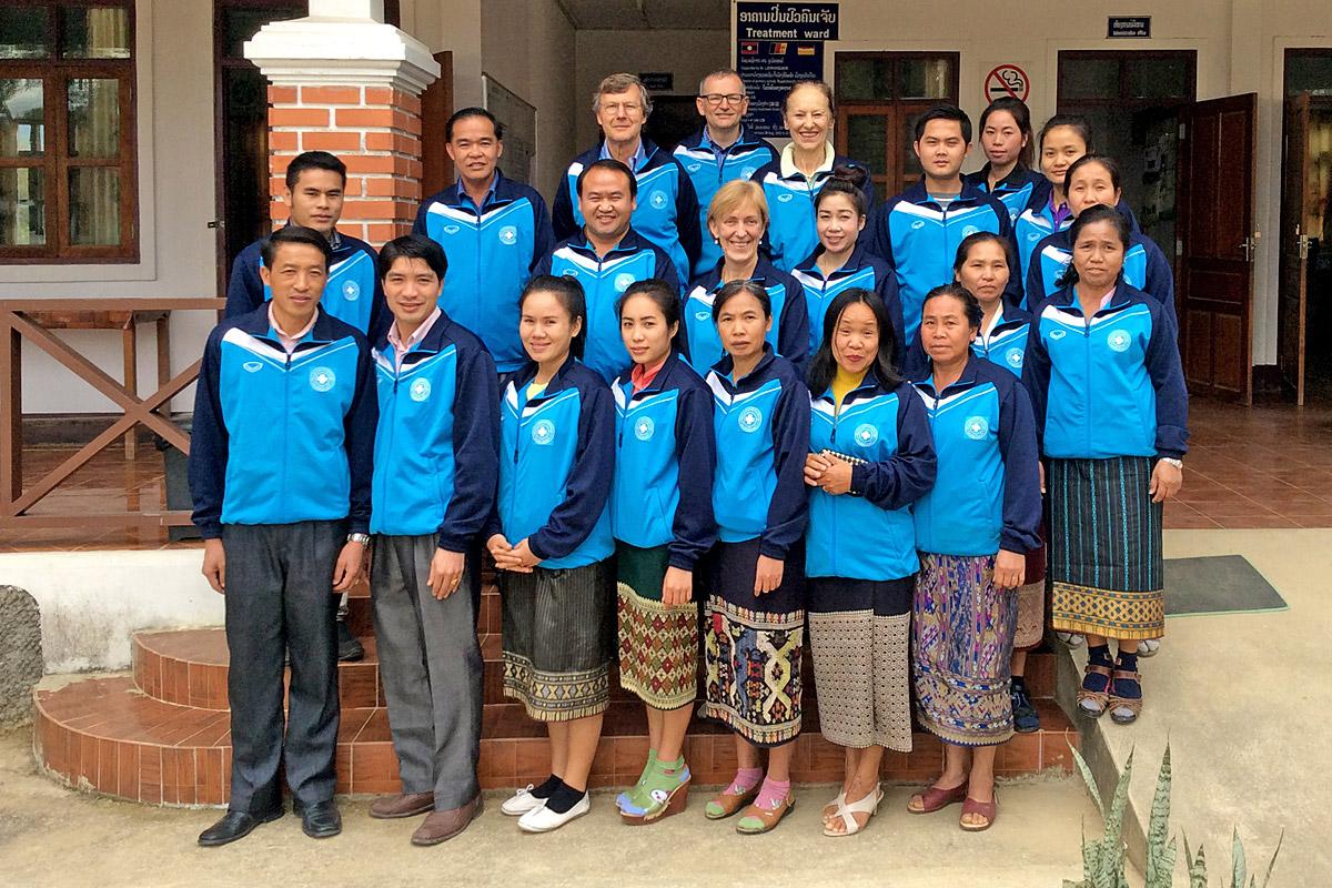 Freiwillige des Swiss Laos Hospital Project im Spital von Muang Kham (Laos)