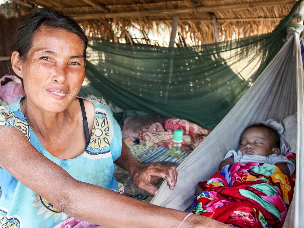 Laotische Mutter mit Baby (Foto: Basile Morin)