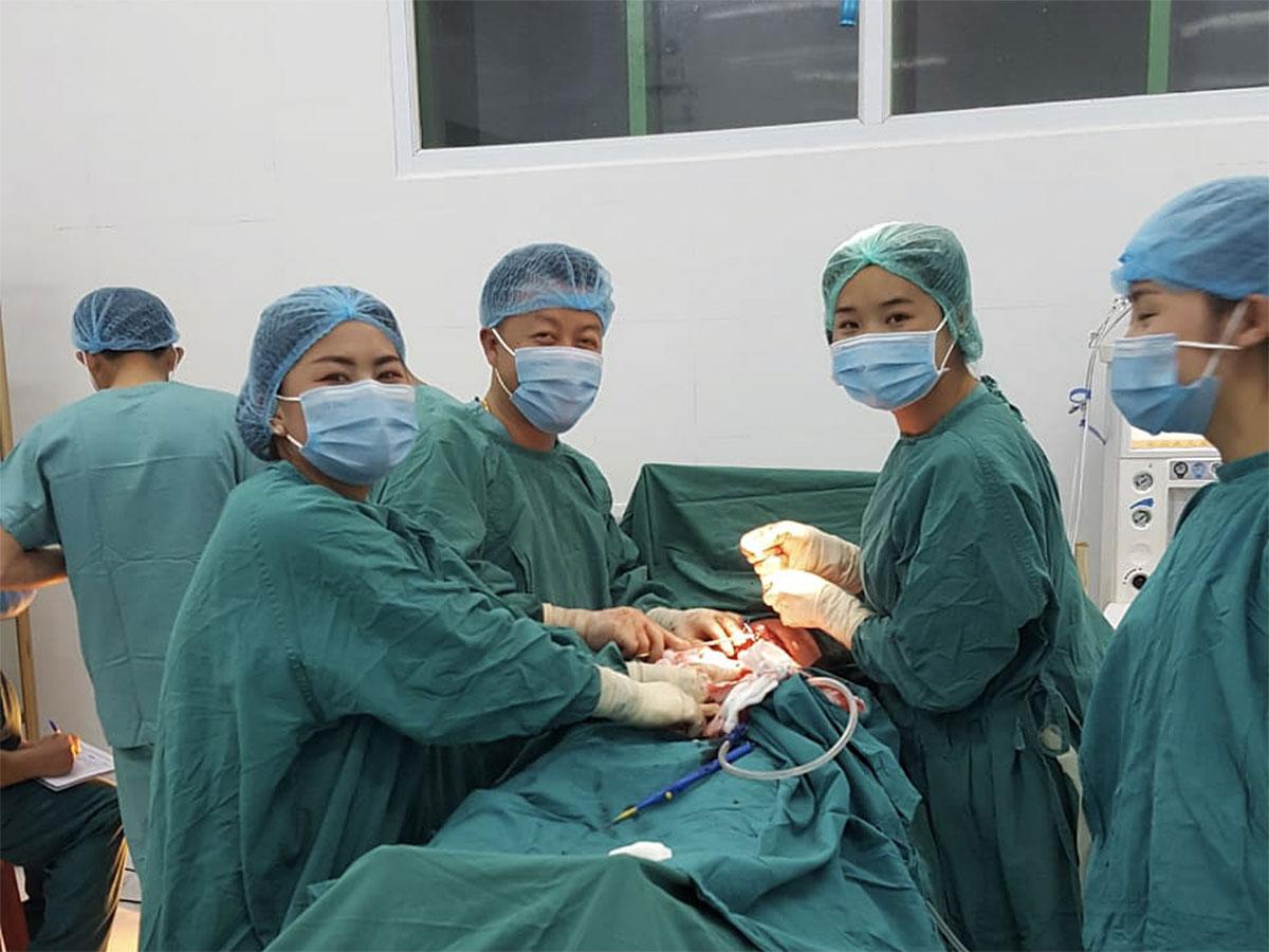 Operation im Nong Het District Hospital